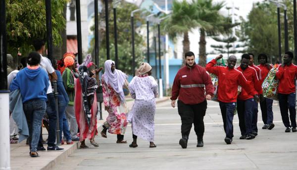 un grupo de inmigrantes en Melilla