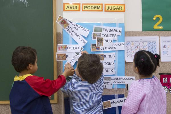 varios alumnos de una escuela catalana