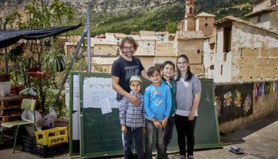 Imagen de Alberto Toro y 4 alumnos