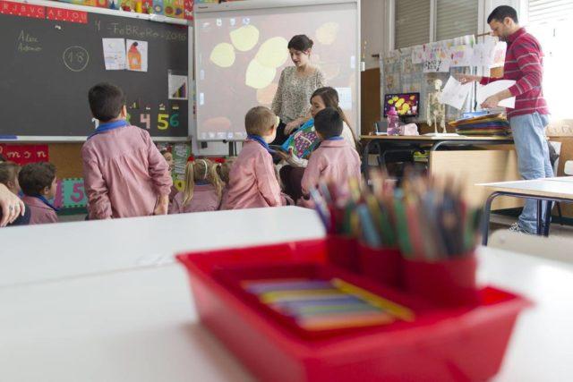 Imagen de varios alumnos/as en una clase