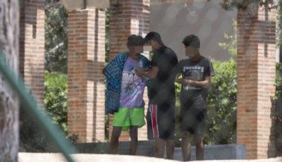 imagen de varios jóvenes inmigrantes en Barcelona