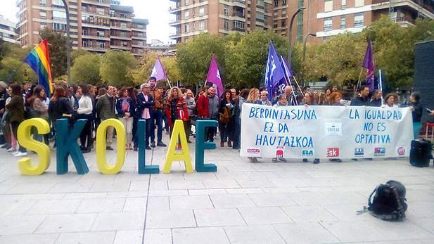 Imagen de la concentración a favor de Skolae