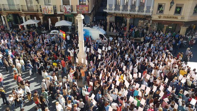 Imagen de un grupo de personas participando en un paro en Torico, Teruel