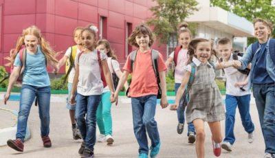 grupo de niños sonrientes