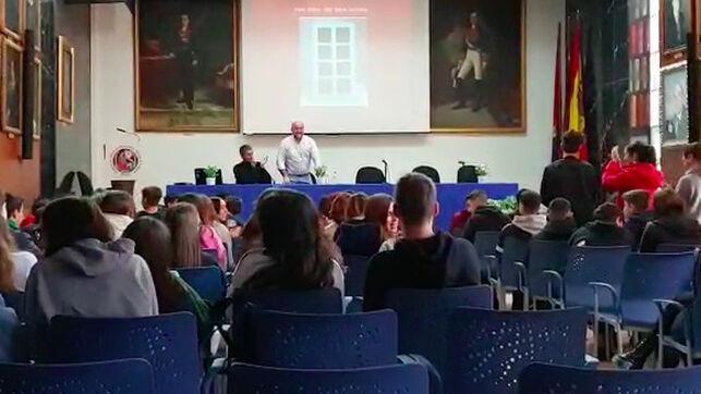 Imagen de Diego Reina en una conferencia