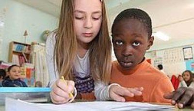 alumnos diferente raza
