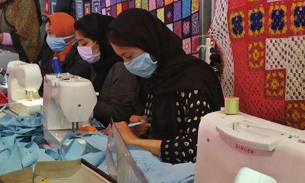 imagen de varias mujeres cosiendo mascarillas