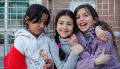 imagen de tres niñas gitanas