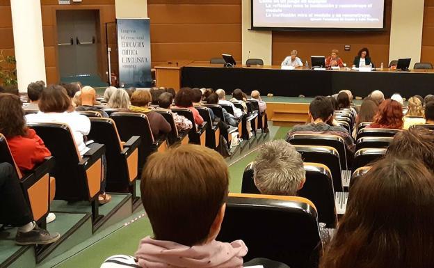 Imagen de una conferencia en la Universidad de León