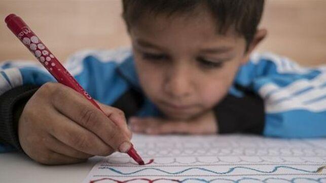 imagen de un niño pintando