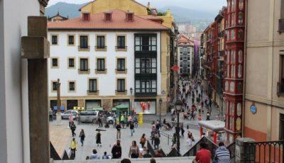 imagen de una plaza de Euskadi