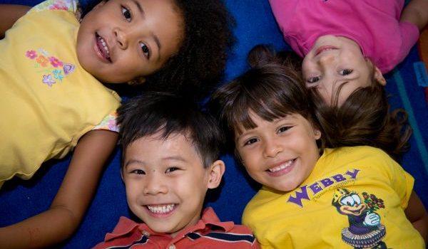 foto de nenes y nenas de varias razas
