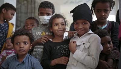 grupo de niños inmigrantes