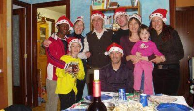 Ousman con su familia adoptiva