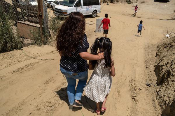 Los esfuerzos por educar a los niños en la frontera entre México y Estados Unidos se han visto frustrados por la pandemia. Unos voluntarios están llenando ese vacío.