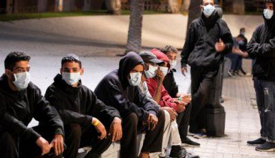 grupo d inmigrantes en la calle