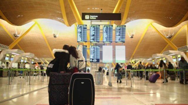 Panel de salidas del aeropuerto de Barajas