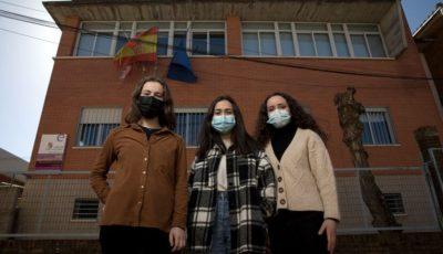 imagen de las tres alumnas
