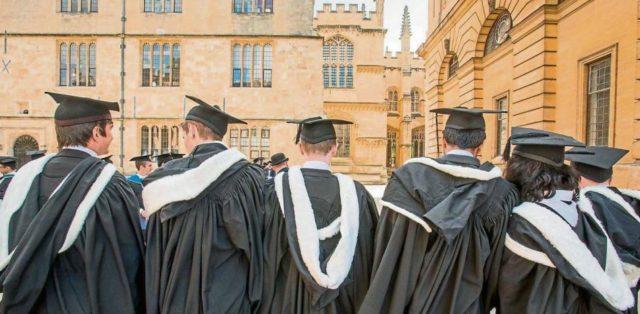 estudiantes de Oxford de graduación