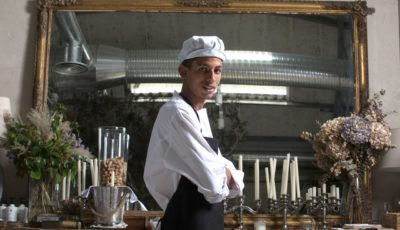 Hamza Baghrir en la cocina donde se forma