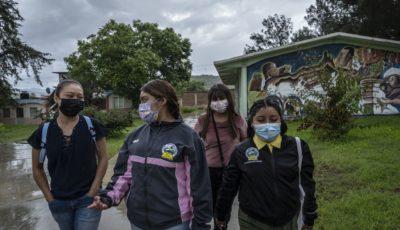 estudiantes de una escuela normal de Mexico