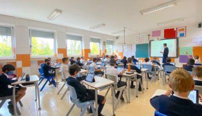 Aula de colegio de Pamplona llena de niños