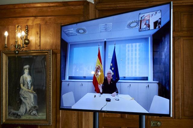 Imagen del Ministro Castells en una pantalla